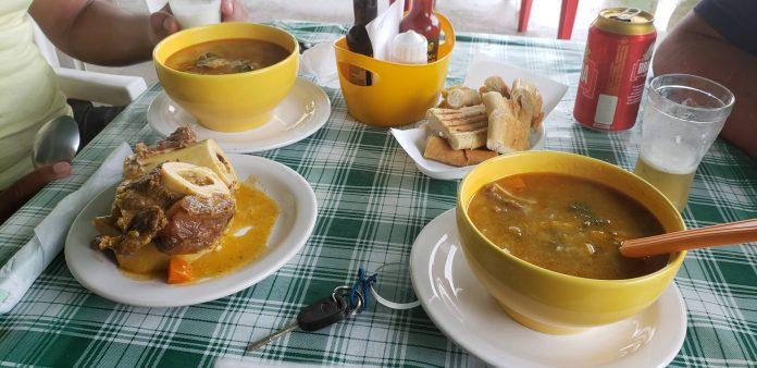 Além do caldinho, nos dois maiores mercados da Ilha tem o famoso caldo e com o tutano fotos Hudson Lima