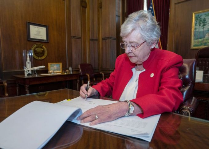 A governadora do estado do Alabama (EUA), Kay Ivey - Governo do Estado do Alabama/via REUTERS
